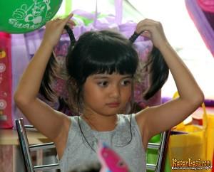 Afika lagi badmood tetep imut. | Sumber: kapanlagi.com